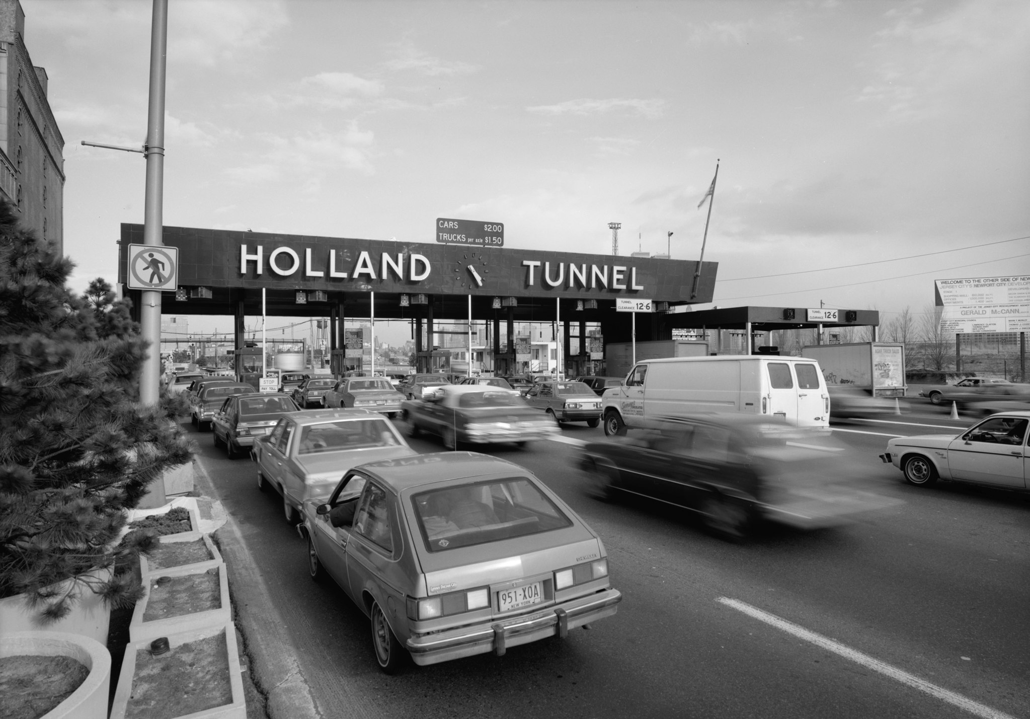 Holland Tunnel Toll Plaza in Jersey City in 1985 will be a thing of the past as cashless tolling comes into play
