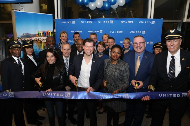 From left, United's President of New Jersey / New York Jill Kaplan and Vice President International Network Patrick Quayle, South African Acting Ambassador Yoliswa Rose Mvebe and South African Tourism's Justin Barnette join the crew for the cutting ribbon.