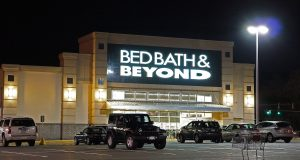 Bed Bath and Beyond -ANTHONY92931 / / CC BY-SA (HTTPS://CREATIVECOMMONS.ORG/LICENSES/BY-SA/3.0) https://commons.wikimedia.org/wiki/File:Bed_Bath_%26_Beyond.jpg